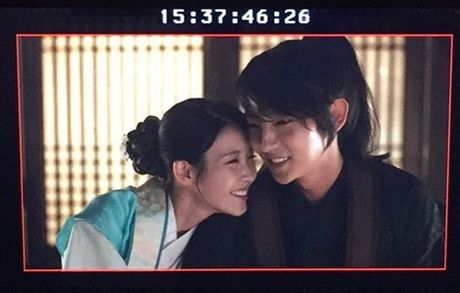 Sao Han 18/10: Yoo Jung gac chan len dui Bo Gum, IU tinh cam voi Jun Ki - Anh 2