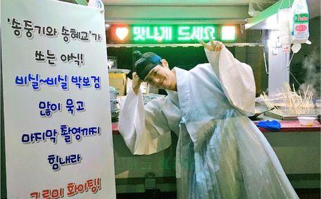 Sao Han 18/10: Yoo Jung gac chan len dui Bo Gum, IU tinh cam voi Jun Ki - Anh 7
