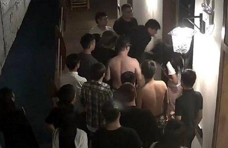 SOC: 'An ai' qua on, thanh nien bi danh hoi dong giua dem - Anh 3