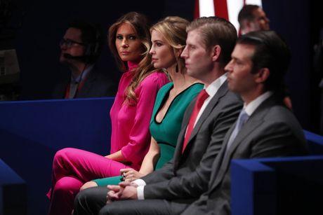 Bau cu My: Vo Donald Trump benh chong - Anh 1