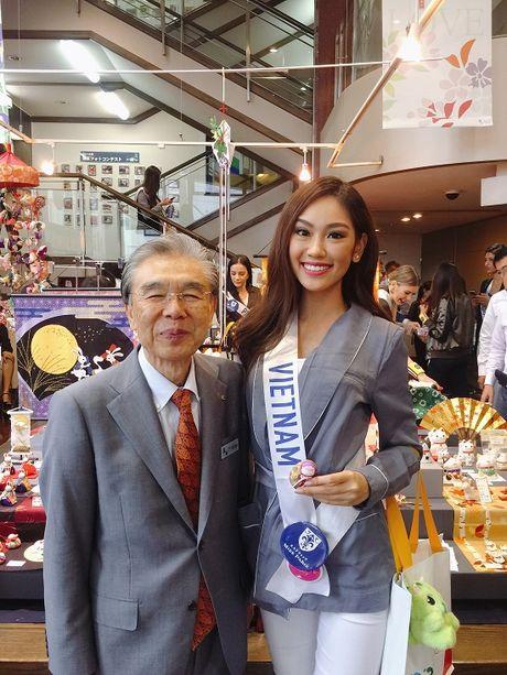Phuong Linh dem 'dua tram huong' den voi Hoa hau Quoc te 2016 - Anh 4