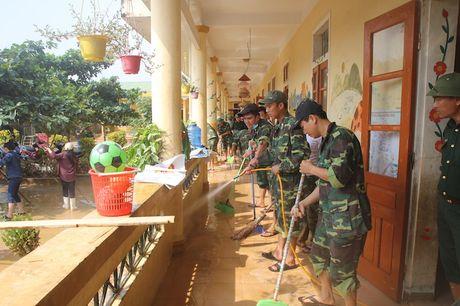 Nganh giao duc Huong Khe no luc khac phuc truong lop sau lu - Anh 1