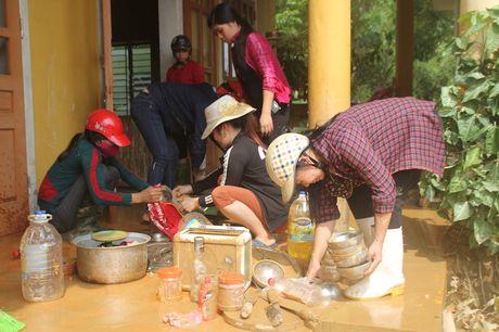 Nganh giao duc Huong Khe no luc khac phuc truong lop sau lu - Anh 2