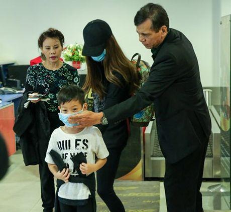 Ho Ngoc Ha cung con trai ve Quang Binh lam tu thien - Anh 1