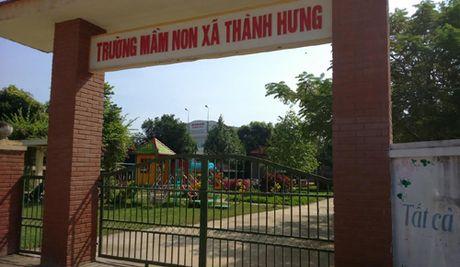 Phan doi xay tram phat song, phu huynh dong loat cho tre nghi hoc - Anh 1