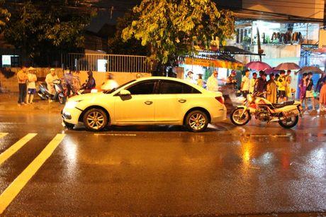 Binh Duong: Va cham nga ra duong bi o to can tu vong - Anh 1