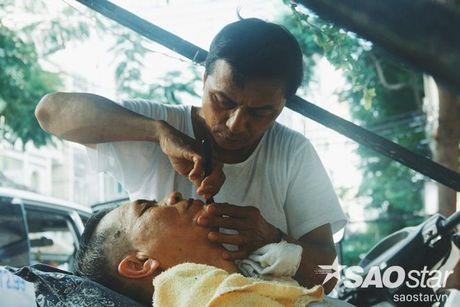 Gap nguoi dan ong 23 nam cat toc via he: 'Nguoi Sai Gon van don gian vay thoi!' - Anh 2