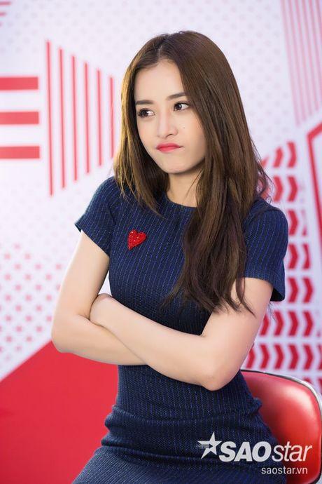 Clip: Chi Pu se phan ung ra sao khi bi fan cuong theo ve tan nha…? - Anh 5