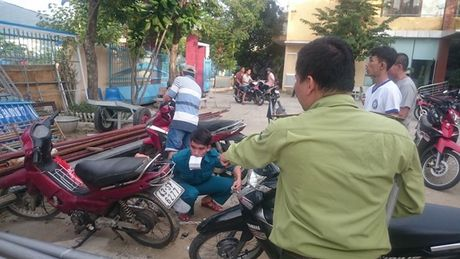 Da Nang: Di cau ca bi bat xe, dan keo len phuong phan doi - Anh 2