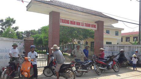 Cho con nghi hoc de phan doi tram phat song cua Viettel - Anh 1