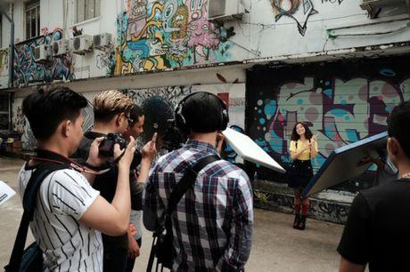Hoang Yen Chibi nhi nhanh tai hau truong quay clip Dance moi - Anh 1