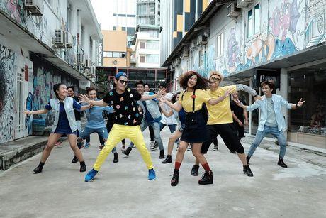 Hoang Yen Chibi nhi nhanh tai hau truong quay clip Dance moi - Anh 3