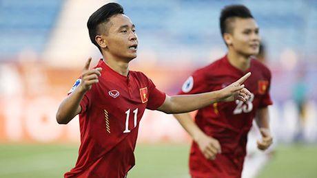 Nguoi hung U19 Viet Nam: Ghi ban tu doi giay mua con thieu no - Anh 1