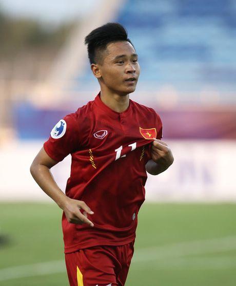 Nguoi hung U19 Viet Nam: Ghi ban tu doi giay mua con thieu no - Anh 2