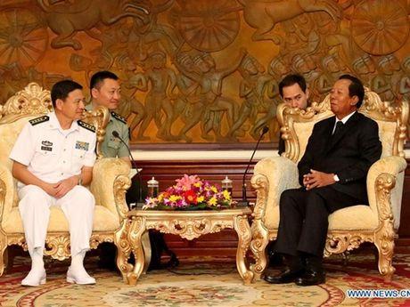Doi tau hai quan Trung Quoc ram ro tham Campuchia - Anh 3