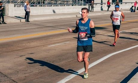 Vua chay marathon vua choi tung hung bong - Anh 1