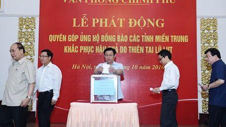 Thu tuong quyen gop ung ho dong bao mien Trung - Anh 2