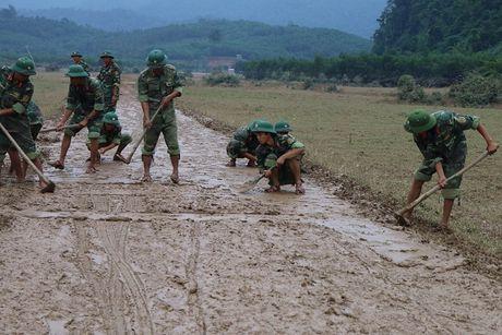 Hang tram ho dan bi co lap tai ron lu Tan Hoa dang co ro vi lanh - Anh 6