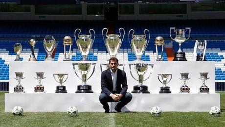 Iker Casillas xo do ky luc cua Xavi Hernandez tai Champions League - Anh 2