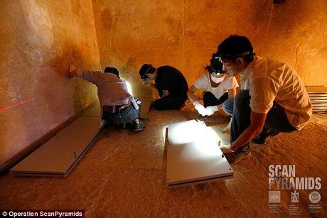 Bat ngo hai khoang bi an trong Dai kim tu thap Giza - Anh 3