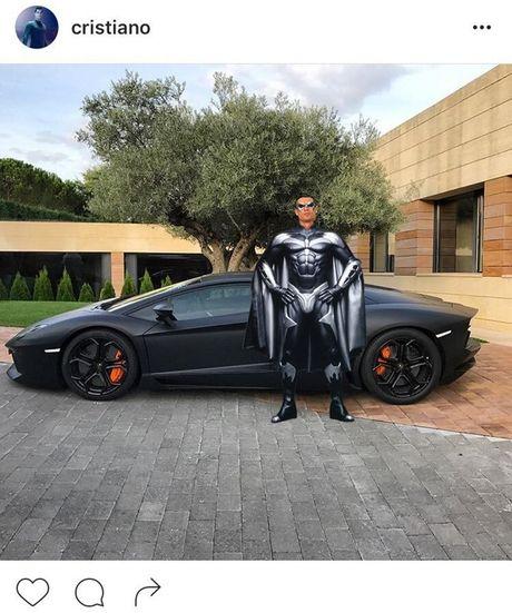 Khoe sieu xe, Cristiano Ronaldo bi che anh the tham - Anh 3