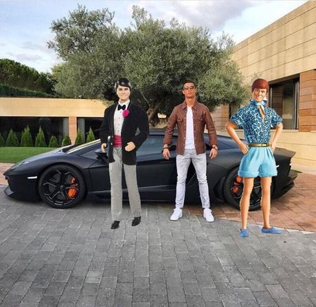 Khoe sieu xe, Cristiano Ronaldo bi che anh the tham - Anh 6