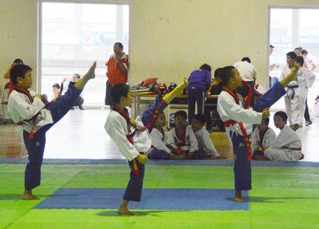 Tren 200 VDV du giai taekwondo hoc sinh quan Nam Tu Liem - Anh 1