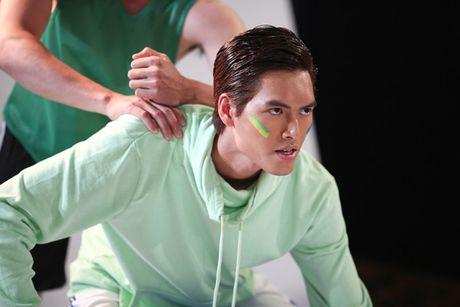 "Nhung ""nam than"" khong lo va dien trai o cac phien ban Top Model - Anh 18"