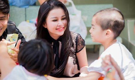 Janny Thuy Tran gop mat tai cuoc thi Hoa hau Phu nhan Viet Nam Hoan cau 2016 - Anh 1
