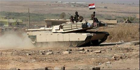 Quan doi Syria tan cong bac Hama, rai to roi goi phien quan ra hang - Anh 1