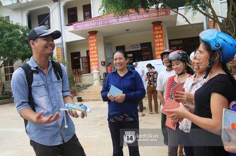 Hang trieu nguoi dan cam dong 'rung rung nuoc mat' truoc tam long 'bo tat' cua MC Phan Anh - Anh 6