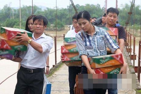 Nguong mo khi sao Viet hanh dong thuc te ung ho, giup do dong bao mien Trung - Anh 1