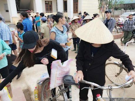 Nguong mo khi sao Viet hanh dong thuc te ung ho, giup do dong bao mien Trung - Anh 3