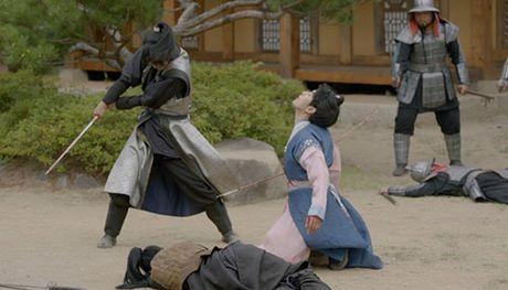 Nguoi tinh anh trang tap 16: Ac mong thanh hien thuc, Lee Jun Ki chem chet em trai - Anh 2