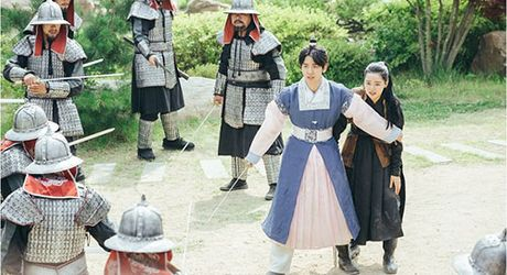 Nguoi tinh anh trang tap 16: Ac mong thanh hien thuc, Lee Jun Ki chem chet em trai - Anh 4