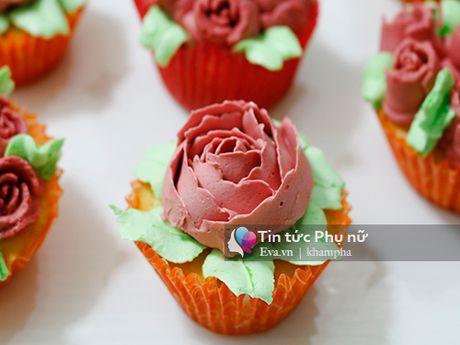 Lam banh cupcake hoa hong tang me 20-10 - Anh 9
