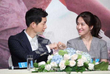 Ngoi sao 24/7: Song Joong Ki bi mat to chuc sinh nhat cho Song Hye Kyo - Anh 1