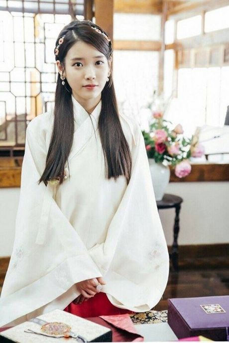 YoonA - Suzy - IU: Ai la nu than tuong thanh cong nhat voi nghiep dien? - Anh 7