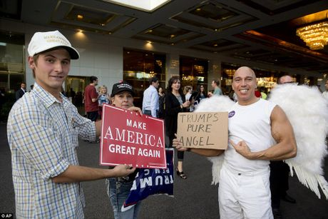 Tan thay chuyen co hoanh trang cua ong Trump va ba Hillary - Anh 8