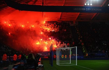 Leicester City doi mat an phat nang sau man lap ky luc - Anh 1