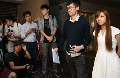 Hai nghi si Hong Kong xi nhuc Trung Quoc bi buoc tuyen the lai - Anh 1