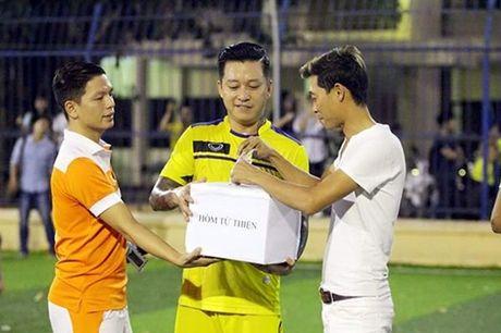 Tuan Hung dap tra khi bi che quyen duoc tien ung ho kem xa MC Phan Anh - Anh 5