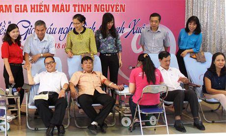 Quan Thanh Xuan: Hon 200 nguoi tham gia hien mau tinh nguyen - Anh 1