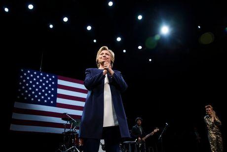 70 nha khoa hoc tung doat giai Nobel ung ho ba Hillary Clinton lam Tong thong My - Anh 1