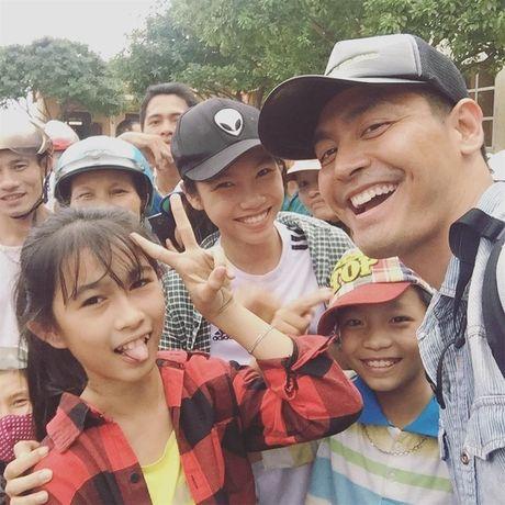 Diem dac biet trong buc anh selfie dau tien cua MC Phan Anh tai mien Trung - Anh 1