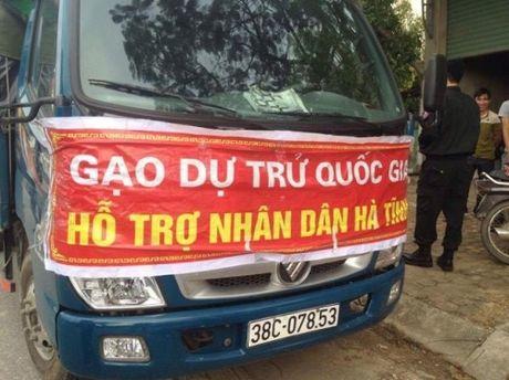 """Phat hien xe gao de """"ho tro nhan dan Ha Tinh"""" nhap hang cho tu nhan - Anh 1"""