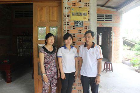 Chuong trinh 'Mai am CD' cua LDLD tinh Tien Giang: Giup lao dong ngheo vuot kho - Anh 2