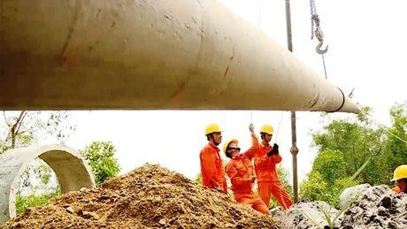 Quang Binh: Khoang 2.100 ho chua duoc cap dien do hau qua mua bao - Anh 1