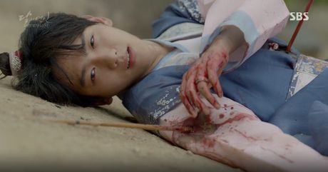 Moon Lovers: 'Muoi' Baekhyun chinh thuc nhan cat-xe ve nha! - Anh 7