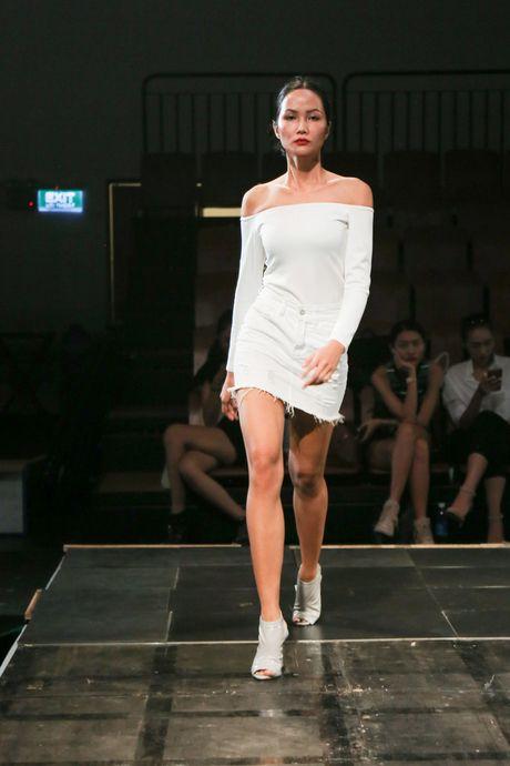 Minh Tu dien quan tut lo han underwear, chi dao Phi Phuong Anh tap catwalk - Anh 10